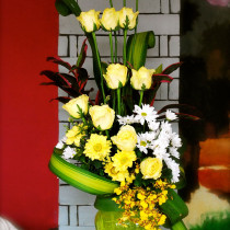 1 doz yel roses vase